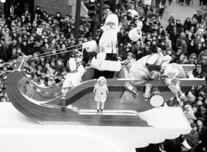 Défilé de Noël, 1945 Photo : Conrad Poirier Bibliothèque et Archives nationales du Québec cote : P48,S1,P1637