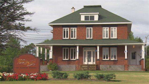 Ancien presbytère, Saint-Edmond-les-Plaines.  Photo : archives, radio-canada.ca