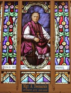 Vitrail de Mgr Aldée Desmarais, évèque auxiliaire (1931-1939 Source : Samuel Freli, 2012