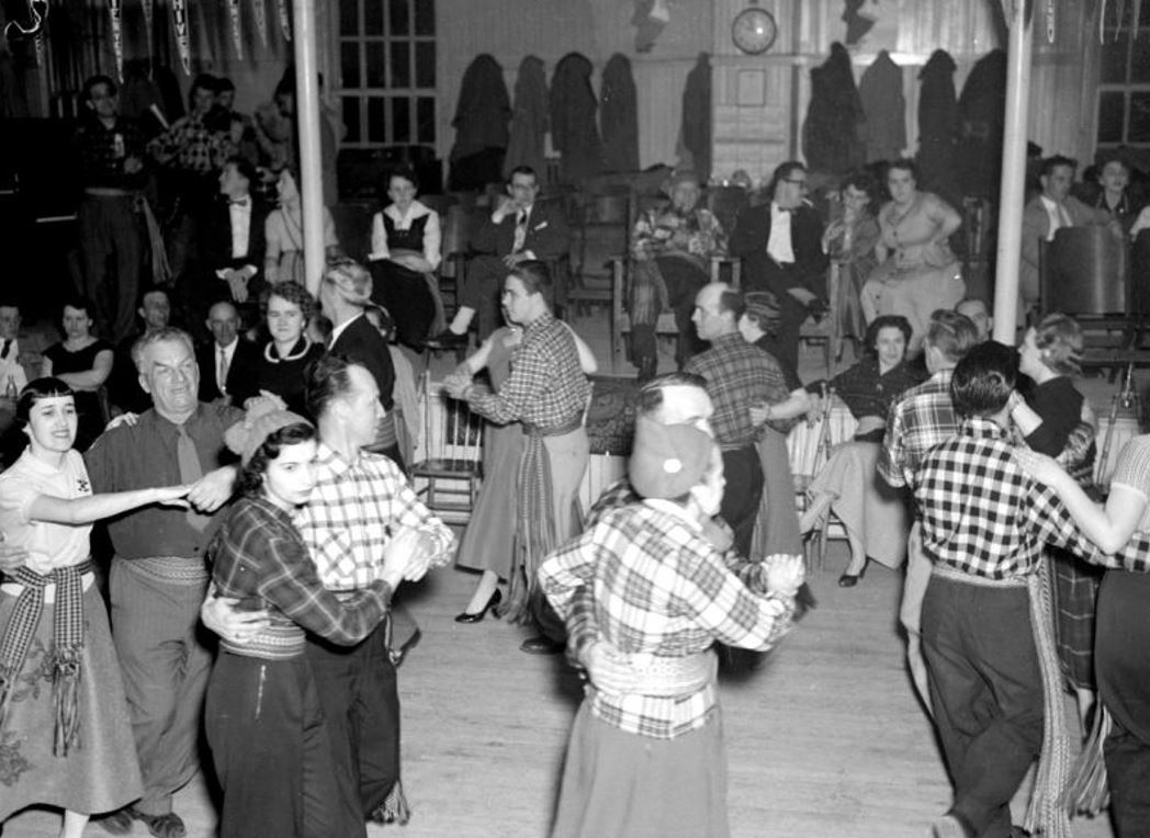 Carnaval de Sainte-Agathe Photo : J.M.A. Ratelle, 1955 BAnQ (E6,S7,SS1,D204641 À 204688)