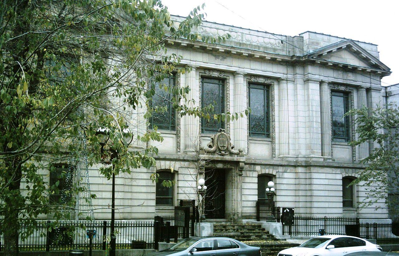 Bibliothèque Saint-Sulpice, rue Saint-Denis, Montréal Photo : Jean Gagnon, 2008 (Wikimédia Commons)