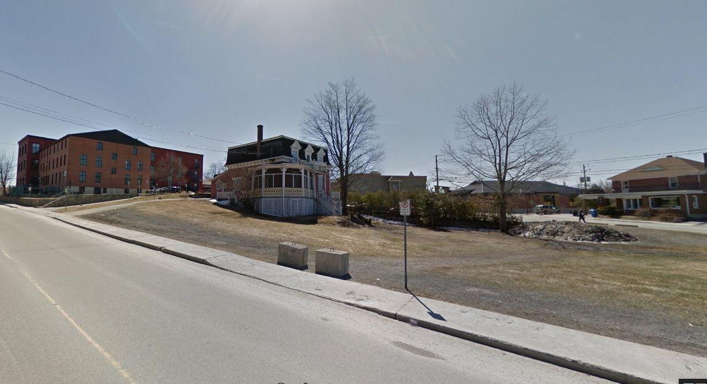La maison Tourigny en contexte Photo : Capture Google Street, printemps 2015